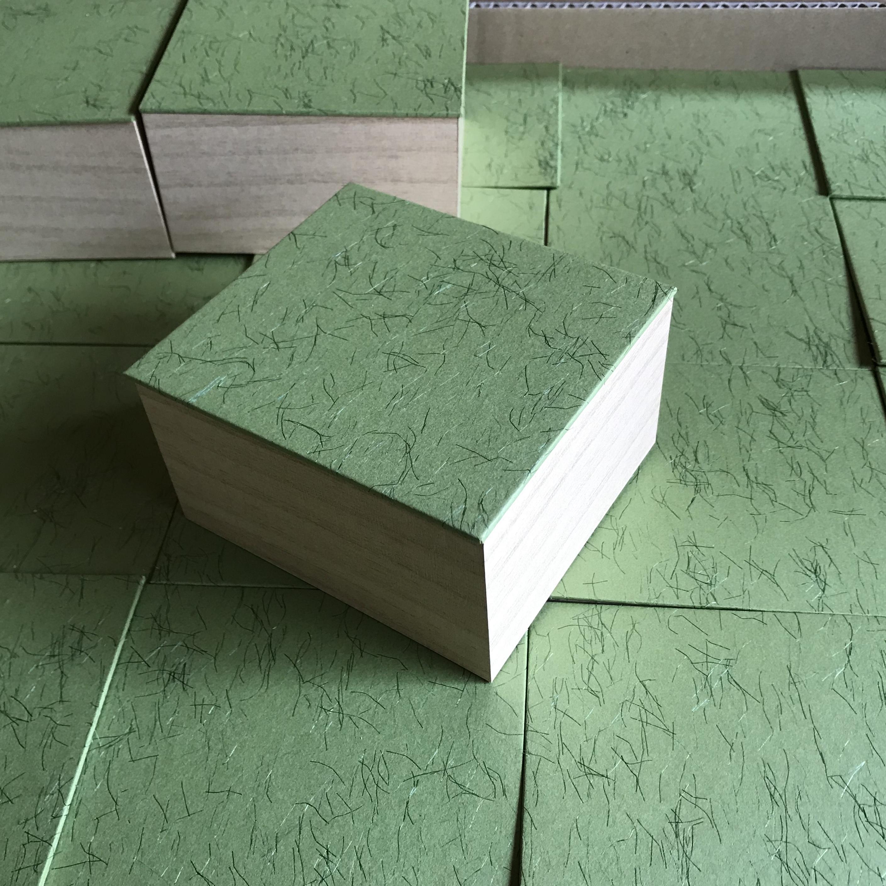 桐箱風紙箱のせ蓋式(芝生感溢れる感じ!)